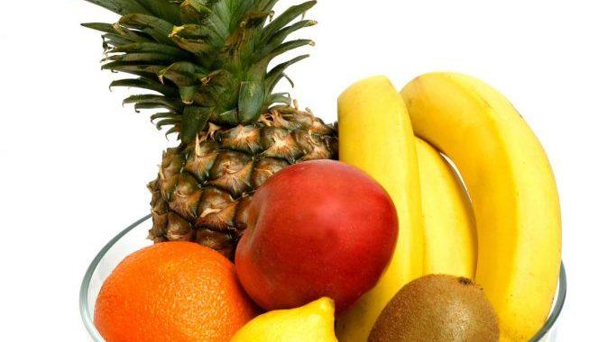 En skål med frugter